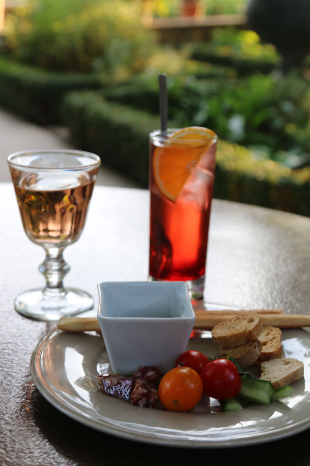 L 39 aperitif the french happy hour traveling chic for Apero a la maison